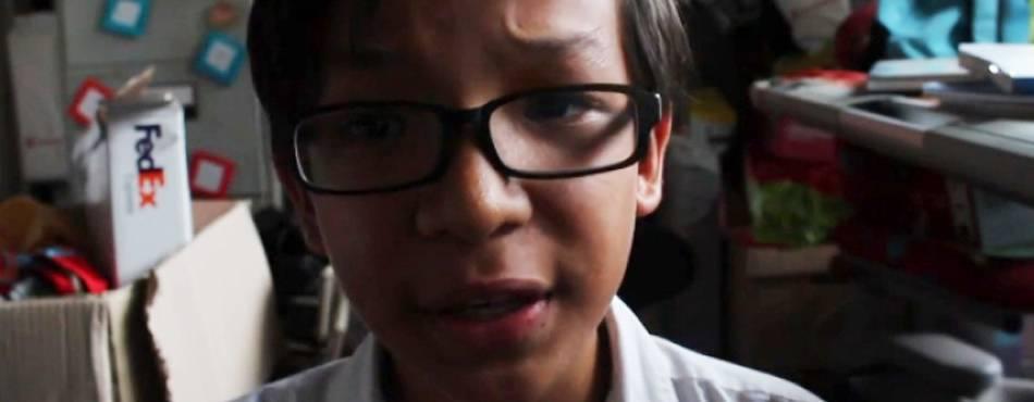 """Chamado de gay, garoto grava desabafo emocionante e """"bomba"""" na Web"""