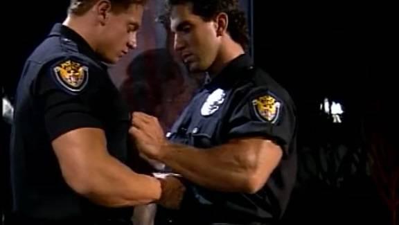 Policial saradão levando pica do colega no rabo