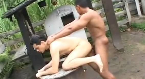 Gay Brasil: Dando pro escravo gostoso da fazenda