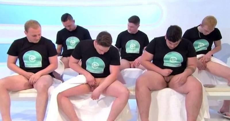 Jogadores de Rugby ficam pelados para exame ao vivo