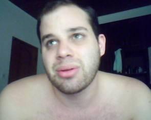 Rejeitado pela família, jovem homossexual comete suicídio