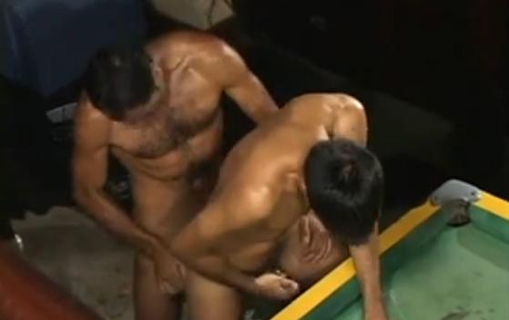 Video gay Brasil: Paulo Guina comendo um moleque na mesa de sinuca