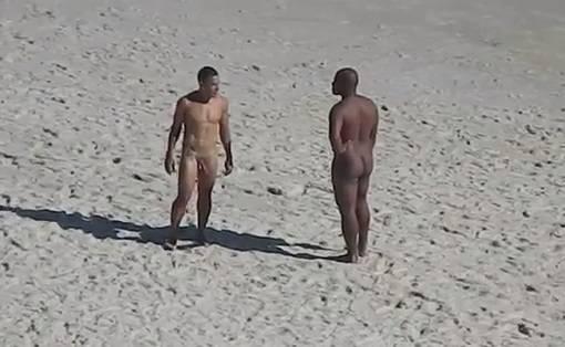 Machos pelados em praia de nudismo - 1 part 4