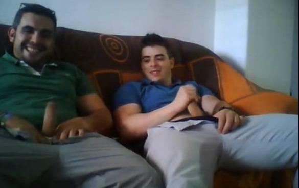 EXCLUSIVO: Tio e sobrinho brasileiros punhetam juntos!