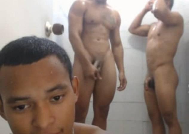 banho gay latino