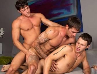 Brandon, Peter e Duncan em sexo quente bareback