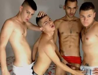 Garotos pelados em putaria super hot na webcam