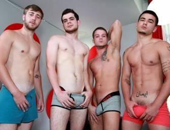 Quatro machos fazendo uma orgia deliciosa na cama