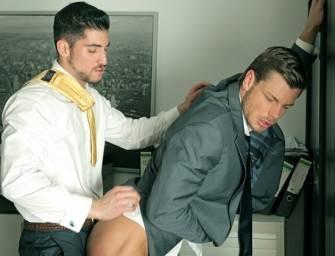Leo Domenico fode o loiro tesudo Toby no escritório
