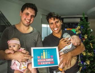 Casais gays deixam mensagem de esperança pro natal