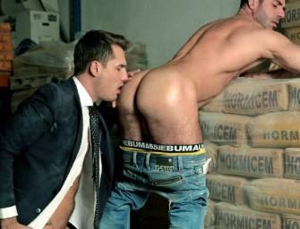 Peão dá o rabo ao chefe no depósito e ensina uma lição