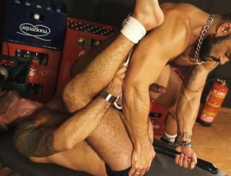 Machos gostoso fazem sexo estilo '50 tons de cinza'
