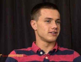 Garoto russo tem a sua primeira experiência gay