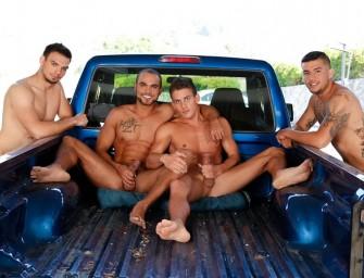 Quatro amigos fodem na caminhonete depois do jogo