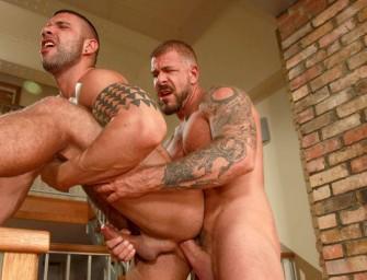 Tatuados Rocco e Letterio fazem bareback intenso