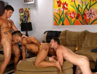 Trey, Sebastian e Andrew transam gostoso depois do baile de máscaras
