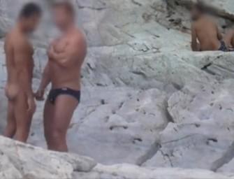 Putaria ao ar livre em praia de nudismo brasileira