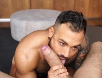 Esteban fode cu bareback do tatuado e peludinho do Sergi