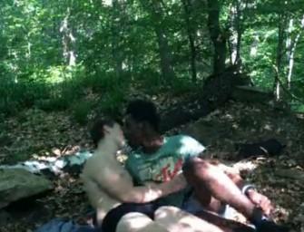 Negro mete a vara em putaria no meio do matagal
