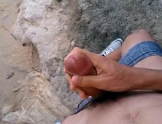 Baiano encontrou praia deserta e resolveu tocar uma