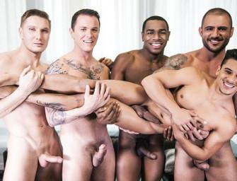 Cinco homens deliciosos fazem orgia bareback