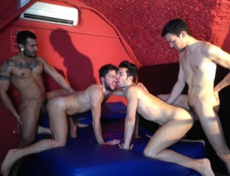 Lucio Saints comanda foursome intenso e gostoso
