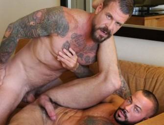 Rocco Steele esculacha cuzinho do Sean sem camisinha