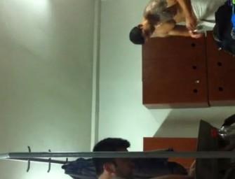 Safado flagra musculosos no vestiário da academia