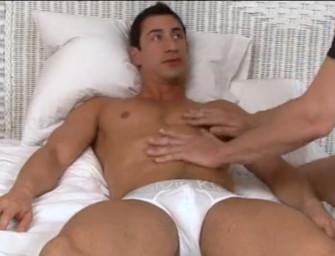 Macho saradão recebe massagem gostosa