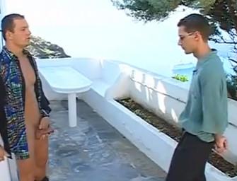Machos musculosos fazem muita safadeza em ilha grega