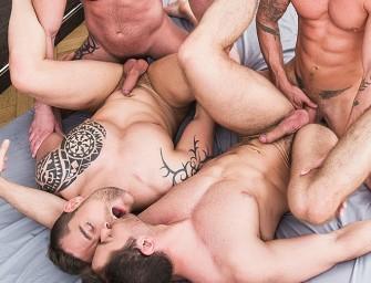 Parrudos tansam gostoso sem camisinha numa orgia intensa