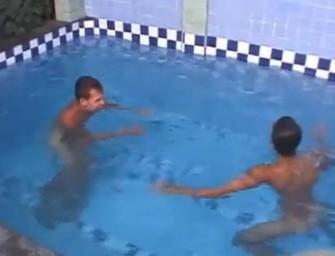 Brasileiros fazem dedada, 69 e sexo à três depois da piscina