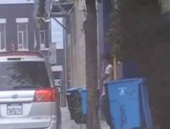 Malandro se masturba no meio da rua
