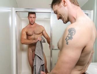 Alex come e dá pro tio Dennis pela limpeza na sua casa