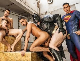 Batman e Superman fazem orgia deliciosa após salvar o dia