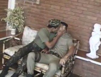 Machos das forças armadas transando gostoso no quartel