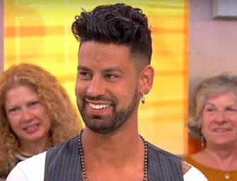 Participante de reality show português esbanja anaconda na TV