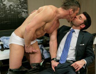 Chefe do escritório tem o poder de transar com quem quiser