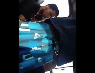 Flagrei o macho exibindo volume maravilhoso no ônibus