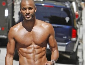 Ricky Whittle, de The 100, está na cam se masturbando gostoso