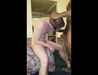 Novinho mascarado adora ser dominado e mamar uma rola preta
