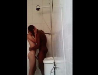 Primo safado quer tirar banho com o primo negão para….