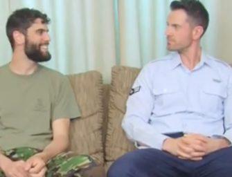 Militares héteros fazem cena juntos para ganharem dinheiro