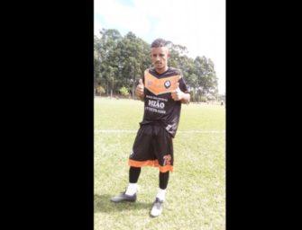 Jogador de Futebol  famoso, Rui Rios, cai na net tocando uma