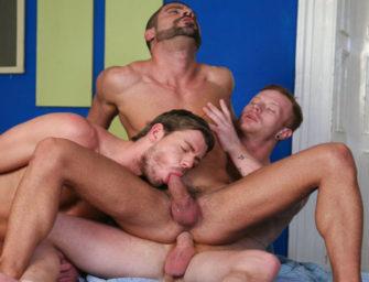 Trio de europeus musculosos curtem todas as posições