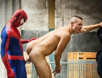 """Homem-Aranha """"salva"""" o dia mais uma vez"""