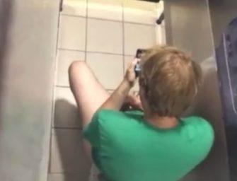 Compilação de flagras bem safados no banheiro