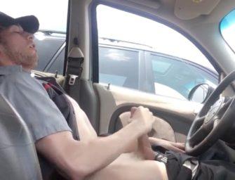 Funcionário da Toyota capricha na bronha antes do test drive