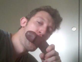 Branquelo cai de boca bem gostoso numa pica preta gigantesca