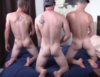 Três jovens branquelos curtem uma tarde quente com um tiozão pauzudo